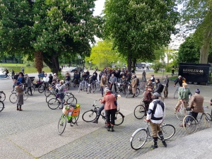 Tweed Run Stuttgart vor der Oper